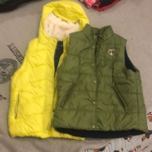 2 American eagle vests, green and yellow